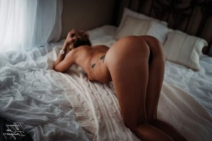 Lolane escort girl in Hendersonville North Carolina